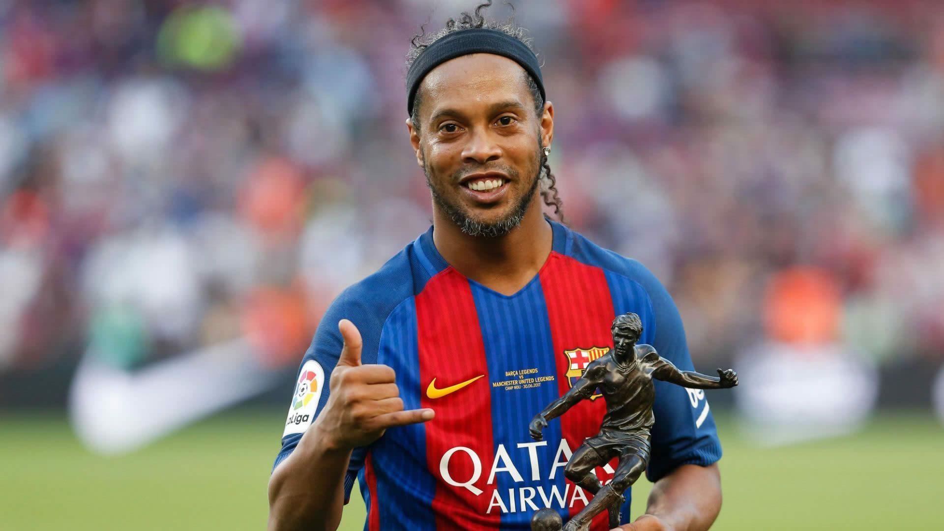 Ronaldinho | Booking & Contact